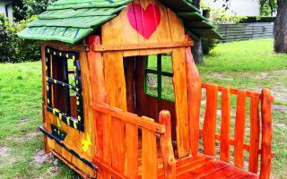 Tri nové domčeky z grantov na detských ihriskách