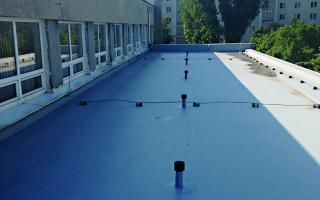 Dve základné školy s novými strechami