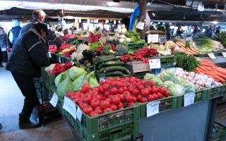 Viac predajcov ovocia a zeleniny na trhovisku Miletičova