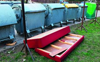 Kam s odpadom, ktorý nepatrí ku kontajnerom pred domom?