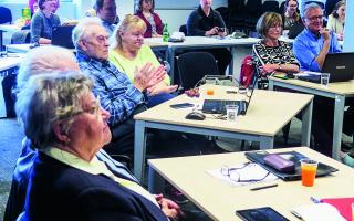 Seniori si rozšírili svoje počítačové znalosti