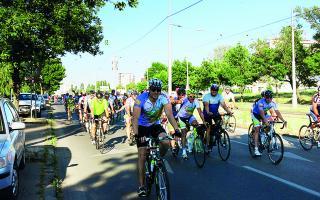 Charitatívnu cyklojazdu zakončili v Ružinove, malým pacientom priniesla nové auto